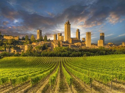 Itinerary to discover San Gimignano by bike, Vespa or scooter