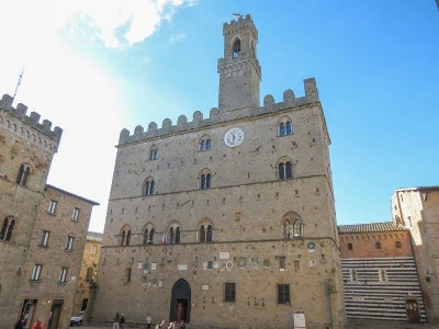 Itinerary to discover Volterra by bike, vespa or scooter